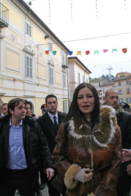 Manuela in piazza con i ronciglionesi