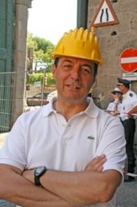 <p>Giulio Marini con l'elmetto</p>
