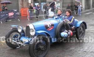 <p>Una delle mitiche auto della Mille Miglia</p>
